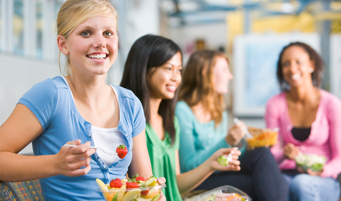 eating habits of teens As teens become more independent in their food choices, they sometimes enjoy indulging in some not-so-healthy options and if their friends have similar eating habits, they may underestimate how bad their diets really are because it seems normal to eat hot dogs and cookies for lunch.